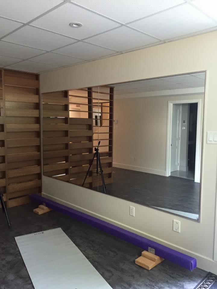 Miroirs sur mesure vitrerie verre design - Miroir mural sur mesure ...