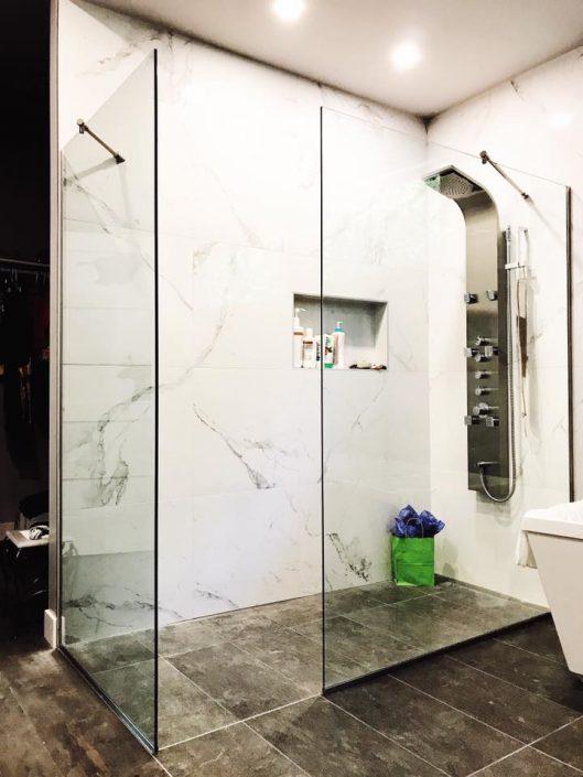 panneau sur mesure pour douche en verre vitrerie verre. Black Bedroom Furniture Sets. Home Design Ideas
